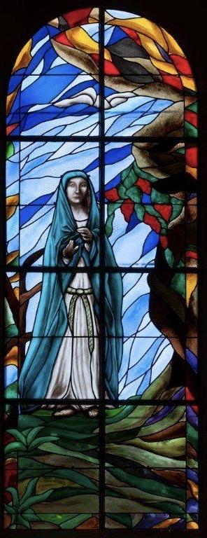 Fenêtre création « Apparition de la Vierge », église de Mortefontaine (60)